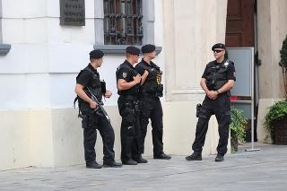 Situáciu pred zápasom monitoruje polícia.