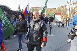 Poslanca fašistickej strany Stanislava Mizíka  obhajovali aj tým, že nevie  pracovať s počítačom.