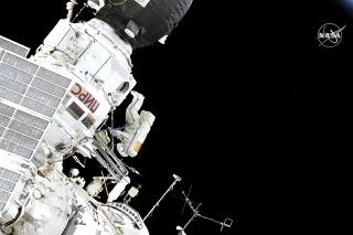 Ruskí kozmonauti Oleg Kononenko a Alexej Ovčinin vystúpili z ISS.
