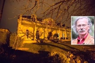 Herec je výlučným vlastníkom luxusnej vily.