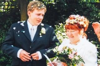 Jay Barham so svojou o 36 rokov staršou ženou Lindou oslavujú 19. výročie