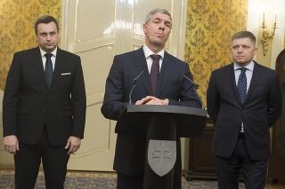 Koaliční partneri počas tlačovej konferencie, na ktorej Robert Fico ohlásil svoju možnú demisiu.