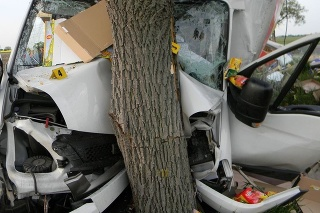 Len zázrakom vyviazol vodič z tejto nehody takmer bez zranení.