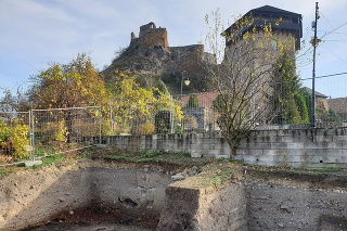Archeologický výskum podhradia priniesol nálezy európskeho významu