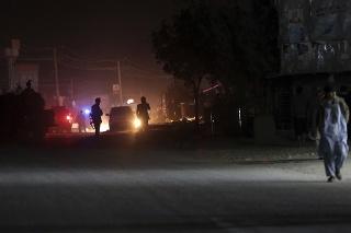 Samovražedný atentátnik sa odpálil priamo pred volebnou miestnosťou.