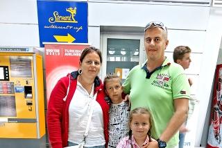 Peter (37), Daniela (35), Saška (7)  a Denis (10) boli z dovolenky sklamaní.