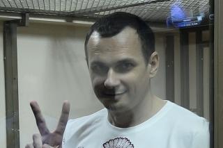 Filmára Olega Sencova súdia za terorimus, pretože sa postavil ruskej okupácii Ukrajiny.