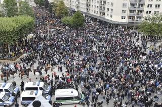 Tichý pochod na pamiatku muža, ktorý zomrel na následky bodných zranení utŕžených po predchádzajúcej potýčke, ako aj proti