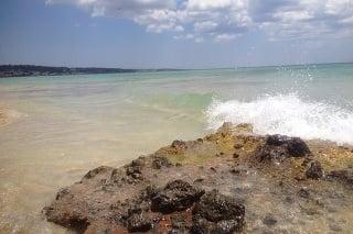 Pláže mali krásny svetlý piesok, jedinou nevýhodou bolo, že boli poriadne preplnené.