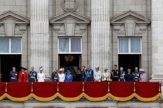 Na balkóne Buckinghamského paláca sa zišla takmer kompletná kráľovská rodina.