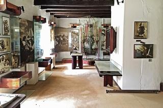 Expozícia múzea Karola Plicku skončila dočasne v drevených truhliciach.