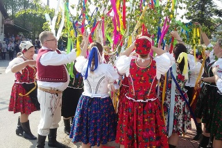 V obci Okrúhle postavili dedinčania máj.