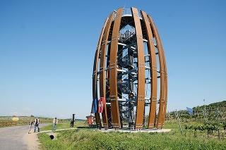 Vyhliadková veža v tokajských viniciach
