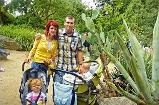 Tykýto šťastný bol Ivan spolus manželkou a deťmi.