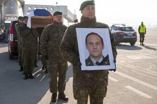 Vládny špeciál na čele s ministrom Gajdošom priviezol domov ostatky vojaka Pavlovského († 42)