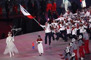 Eva Samková nemohla rozmotať vlajku.