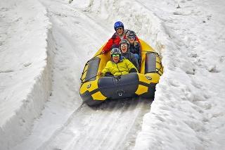 Adrenalínová jazda na rafte na snehu
