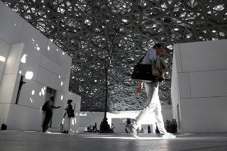 V Abú Zabí vznikla pobočka múzea Louvre.