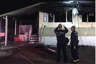 Mužovi zhorel dom.