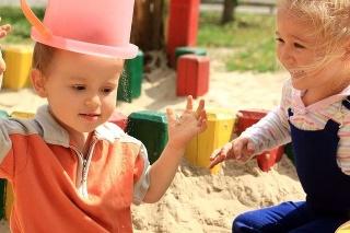Deti v pieskovisku