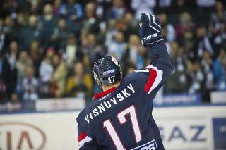 Obranca Slovana Bratislava Ľubomír Višňovský sa lúči s hokejom.