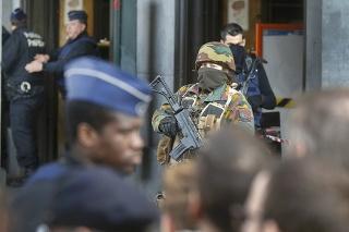 Po útokoch je v pohotovosti armáda aj polícia.