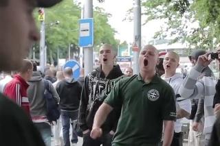 Milan Mazurek na proteste proti islamizácii.