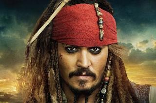 Johnny Depp ako pirát Jack Sparrow vo filme Piráti Karibiku.
