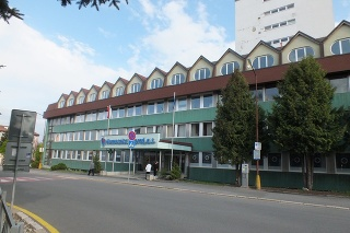 Muža, ktorého pri Ždiari napadol medveď, operovali v popradskej nemocnici.
