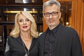 V ťažkých chvíľach je Kostkovi oporou partnerka Zdena Studenková.