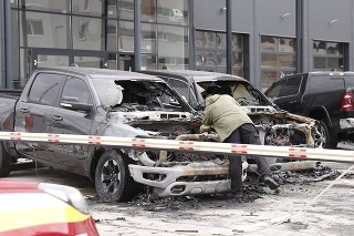 V bratislavskej Petržalke zhorelo viacero áut luxusných značiek.