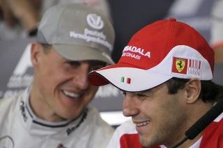 Felipe Massa (vpravo) s Michaelom Schumacher (vľavo) pred Veľkou cenou Bahrajnu v roku 2010.