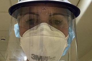 Suzanne sa starala opacientov s koronavírusom na jednotke intenzívnej strarostlivosti.