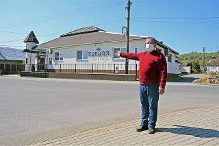 Vojtech Ujházy (59) prevádzkuje reštauráciu Korona vo Veľkom Kamenci už 27 rokov.