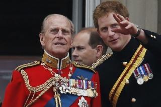 Princ Philip a jeho vnuk princ Harry v roku 2014.