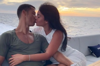 Georgina s Ronaldom na jachte.