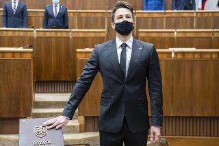 Poslanec Andrej Stančík (OĽaNO) zložil poslanecký sľub počas 5. schôdze NR SR v Bratislave 7. apríla 2020.