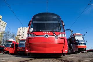 Odstavené vozidlá mestskej hromadnej dopravy v bratislavskej mestskej častu Dúbravka