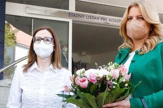Riaditeľka Štátneho ústavu pre kontrolu liečiv (ŠÚKL) Zuzana Baťová a prezidentka Zuzana Čaputová