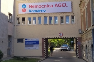 Nemocnica AGEL Komárno dokáže sama pripravovať nedostupný liek účinný aj proti koronavírusu.