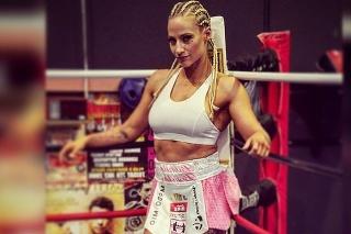 Austrálska boxerka vstúpila medzi profesionálov vo februári 2019. Odvtedy vyhrala všetky štyri zápasy.