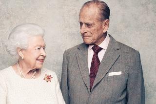 Kráľovná Alžbeta II. a princ Philip na fotkách, ktoré vznikli pri príležitosti 70. výročia ich sobáša.