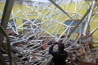 Indonéziu zashialo silné zemetrasenie.