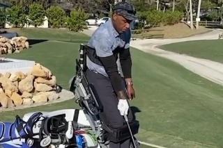 Golfista ukazuje, že šport je pre všetkých.