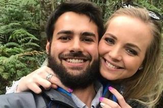 Podľa toxikologickej správy snúbenci zomreli na otravu oxidom uhoľnatým.