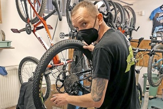 Servisák Michal Kubík (38) tvrdí, že pandémia zmenila svet cyklistiky.