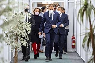 Minister fi nancií na prvej tlačovke vo funkcii vydržal len pár minút a novinárom neodpovedal.