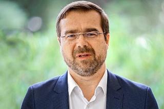 Marek Krajčí sám neplánuje odstúpiť a čaká na verdikt koaličných partnerov.