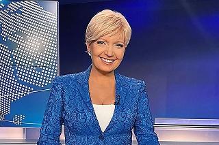 September: Aneta sa ukazovala na obrazovke s blonďavou parochňou.