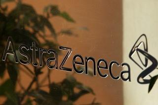 Briti schválili vakcínu farmaceutickej spoločnosti AstraZeneca.